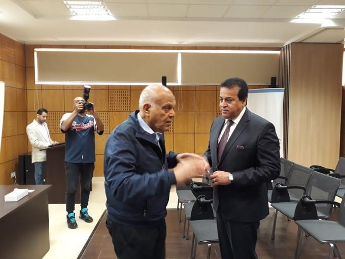 عبد الغفار يؤكد دعم مؤسسة مجدى يعقوب