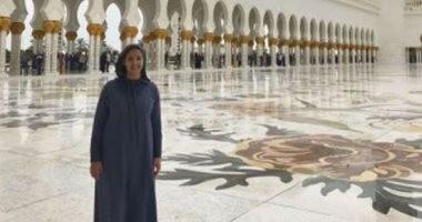 دنيا سمير غانم تنشر صورة لها بمسجد الشيخ زايد ومتابعونها يشيدون بها