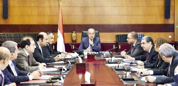 """إسماعيل يجتمع بوزير النقل ورئيس """"السكك الحديدية"""" لبحث تطوير """"الجرارات"""""""