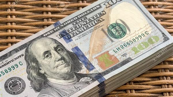 الدولار فقد 25% من قيمته.. توقعات بانهيار العملة الأمريكية