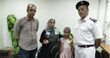 شرطة النقل والمواصلات تعيد طفلة ضلت الطريق عن أسرتها بمحطة مترو العتبة