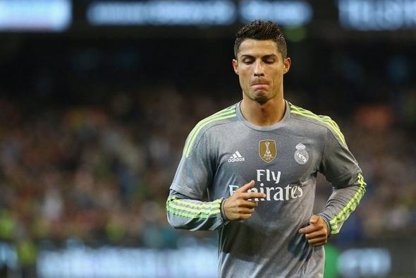 رونالدو يتحدى الزمن بتمديد عقده مع ريال مدريد