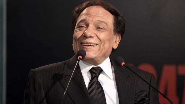 عمرو أديب يكشف حقيقة تعرض الزعيم عادل إمام لأزمة صحية