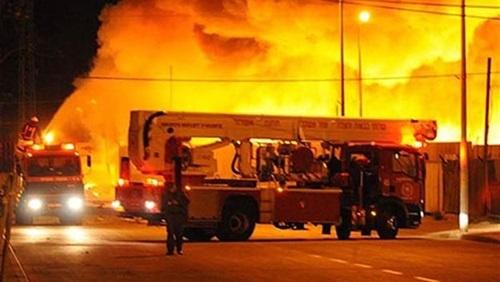 السيطره على حريق في مخزن البيت السوري بالمحلة
