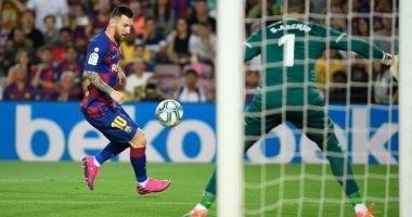 """برشلونة ضد فياريال.. ميسي يغادر ملعب """"كامب نو"""" بعد تجدد إصابته"""
