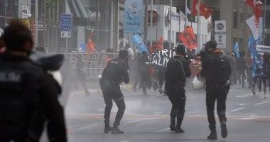 شرطة أردوغان تطلق قنابل الغاز على عمال مطار إسطنبول بعد إضرابهم