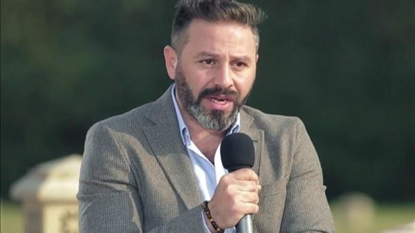 حازم إمام يكشف عن رأيه في إيهاب جلال