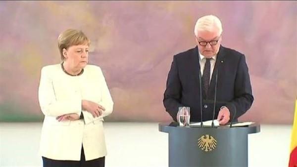 للمرة الثانية.. ميركل ترتعش في حضور الرئيس الألماني.. فيديو