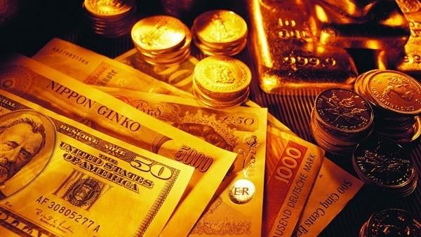 الذهب يواصل انخفاضه.. تعرف على أسعاره والعملات الأجنبية اليوم.. فيديو