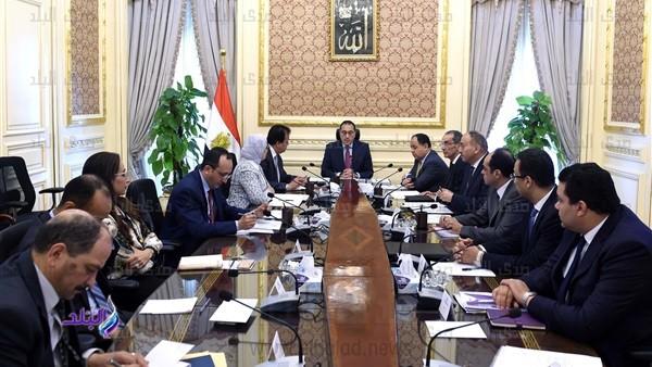رئيس الوزراء: دفعات استثنائية من خريجي الطب لسد عجز الأطباء.. صور