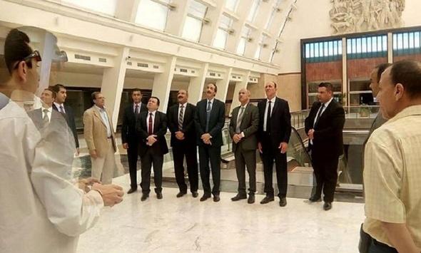 وزير النقل العراقي يزور ميناء الإسكندرية