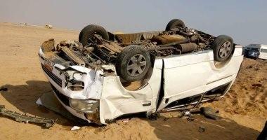 بالأسماء.. إصابة 13 شخصاً فى انقلاب ميكروباص على طريق إسكندرية مطروح