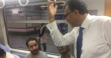 صور.. وزير النقل فى جولة مفاجئة لمحطة سكة حديد الجيزة وخطى المترو الثانى والثالث