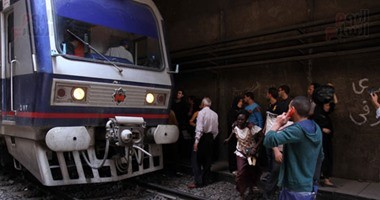 موظف يحاول الانتحار بإلقاء نفسه أمام قطار بمحطة جمال عبد الناصر