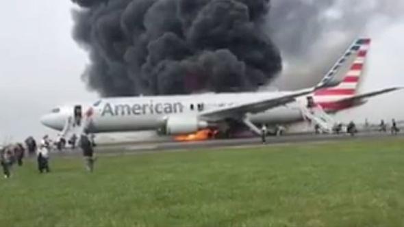 اندلاع حريق في طائرة ركاب عند محاولتها الاقلاع من مطار شيكاغو