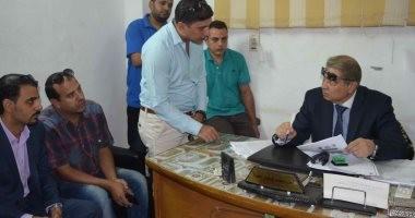 محافظ المنيا يلتقى المواطنين لبحث مطالبهم وشكواهم