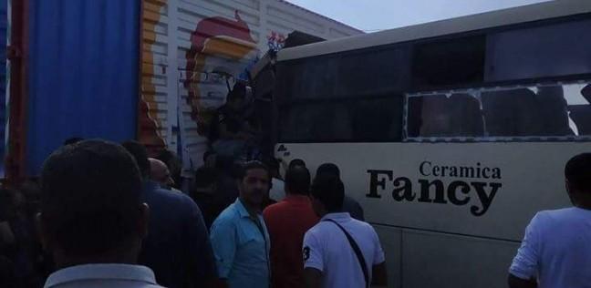 """إصابة 20 عاملا في تصادم أتوبيس بمقطورة بطريق """"السويس - العين السخنة"""""""