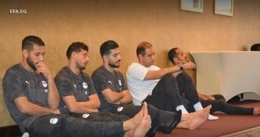 صور.. لاعبو المنتخب يؤدون صلاة الجمعة بمقر إقامة معسكرهم ببرج العرب