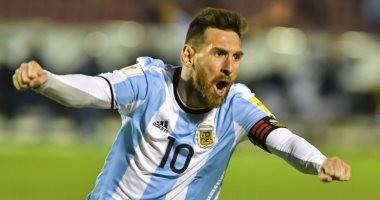 """بالفيديو.. الأسطورة ميسي يقود الأرجنتين لكأس العالم بـ""""هاتريك"""" أمام الإكوادور"""