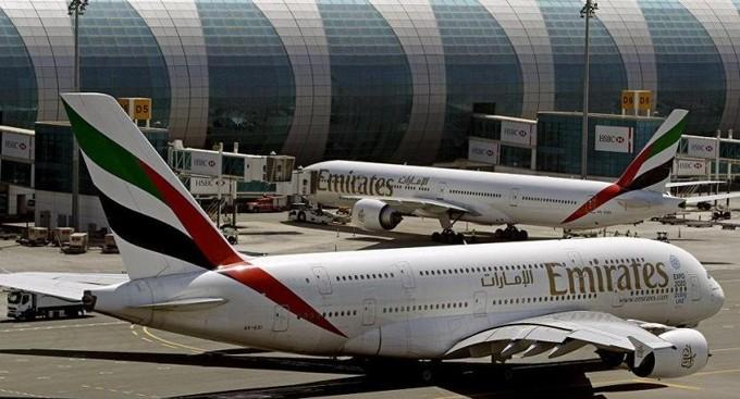 الحوثيون يعلنون استهداف مطار أبوظبي.. والإمارات: حادث ناتج عن انقلاب مركبة إمداد