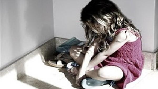 شاب يستدرج طفلة للاعتداء عليها بمقابر بني سويف.. والمتهم: بزور والدي
