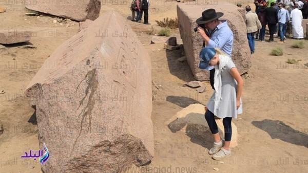 شاهد.. السفراء الأجانب يوثقون آثار صان الحجر بصور خاصة