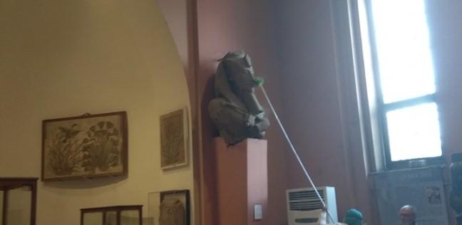 """مرشد سياحي يروي كواليس واقعة تنظيف تمثال أخناتون بـ""""زعَّافة"""""""