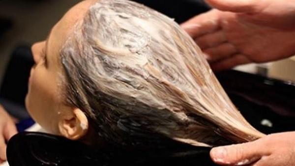 وصفة ثمنها جنيه تعالج قشرة الشعر للأبد
