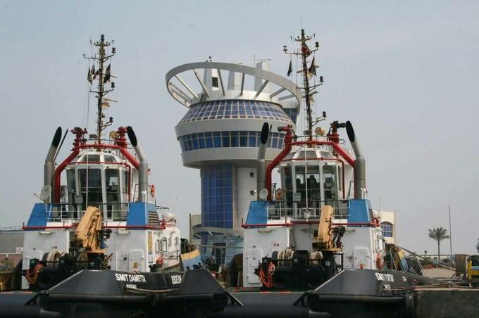 رئيس ميناء دمياط والقنصل البريطاني يبحثان فرص الإستثمار
