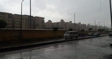 صور.. أمطار غزيرة فى الإسكندرية والمحافظة ترفع درجة الاستعداد