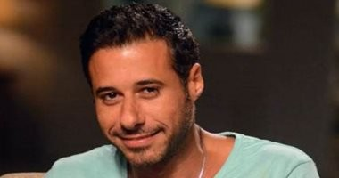 """""""عايزة تثبت إن الدنيا ماشية بضهرها"""".. أحمد السعدنى يفسر أزمة فستان رانيا يوسف"""