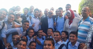 بالصور.. محافظ بورسعيد يمنح مكافئة 10 آلاف جنيه لمدرسة الشهيد أبو العطا