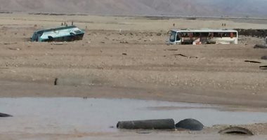 مصدر طبى: انتشال جثتين وإنقاذ 11 شخصا بحادث غرق أتوبيس فى السيول بقنا