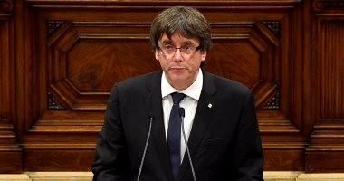 رئيس كتالونيا يعلن الاستقلال يورجئ آثاره لحين إجراء المفاوضات