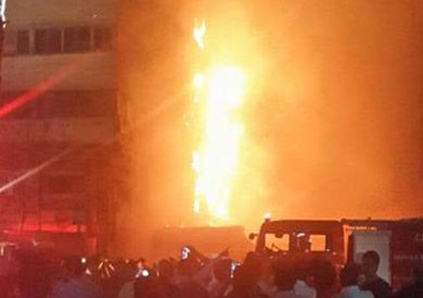 حريق هائل بشارع الموسكي.. والدفع بـ15 سيارة إطفاء
