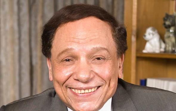 سفير مصر بتونس يوجه رسالة لجمهور عادل إمام