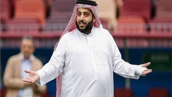 تركي آل الشيخ ينشر صورة بصحبة عضو مجلس إدارة الأهلي