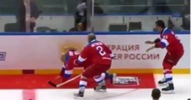 بعد تسجيله 8 أهداف..الرئيس الروسى يسقط أرضا في مباراة هوكي أثناء تحية الجمهور