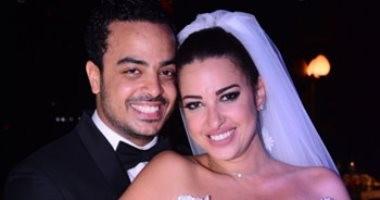 """فستان سلف و""""قبلة"""" على طريقة شيرين عبد الوهاب.. كواليس زفاف ملكة جمال مصر"""