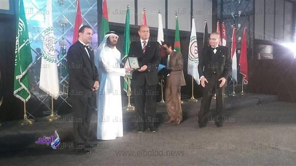 محافظ مطروح يتسلم جائزة النسر العربي..فيديو وصور