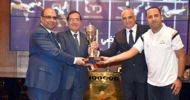 وزير البترول يكرم الفائزين بدورى قطاع البترول