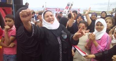 صياد يخلع جلبابه بعد نقل الاحتفال بالعيد القومى للمحافظة للبرلس