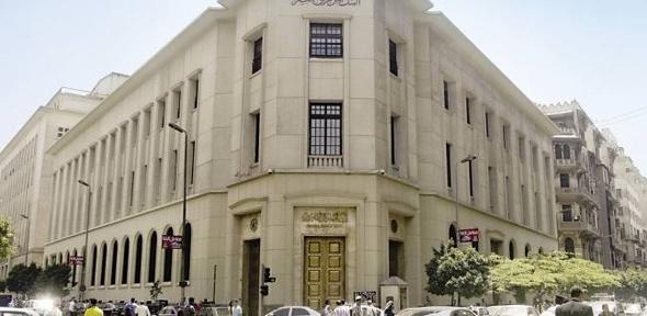 """""""الحكومة"""" تنفي اقتطاع جزء من حسابات عملاء البنوك بالدولار: الأرصدة آمنة"""