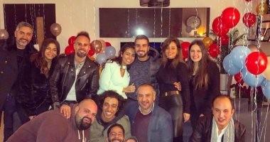 شاهد نجوم الفن يحتفلون بعيد ميلاد الفنان محمد الشرنوبى.. صور