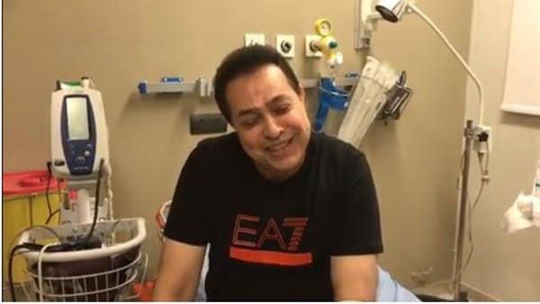 من داخل المستشفى .. حكيم ينشر أول فيديو بعد إنقلاب سيارته