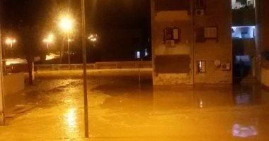 الإنقاذ النهرى يعثر على أتوبيس جديد وسيارة تريلا جرفتهما السيول بطريق قنا