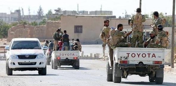 عاجل  المرصد السوري: المعارضة تفقد السيطرة على ثلث شرق حلب