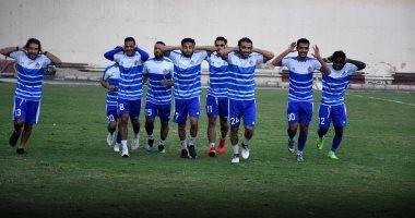 صور.. لاعبو بلدية المحلة يدعمون مؤمن زكريا