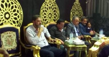صور.. أشرف زكى وأحمد آدم يتقدمون عزاء الفنان محمد شرف
