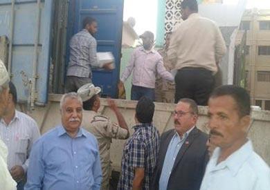 الجيش يوزع 30 ألف كرتونة مواد غذائية في المنيا بأسعار مخفضة